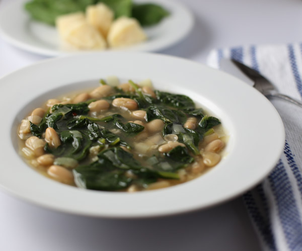 Spinach Leek and White Bean Soup | Tabs & Tidbits