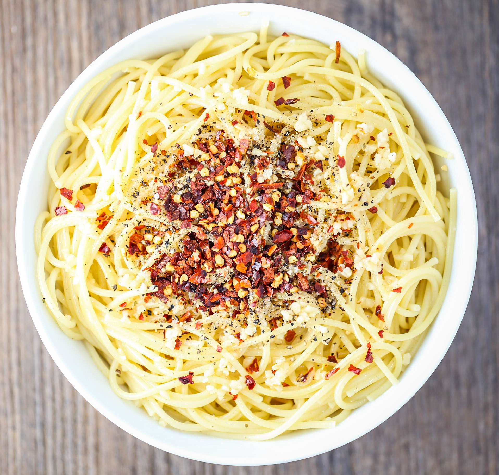 like spicy and you love garlic, this Simple and Spicy Garlic Spaghetti ...