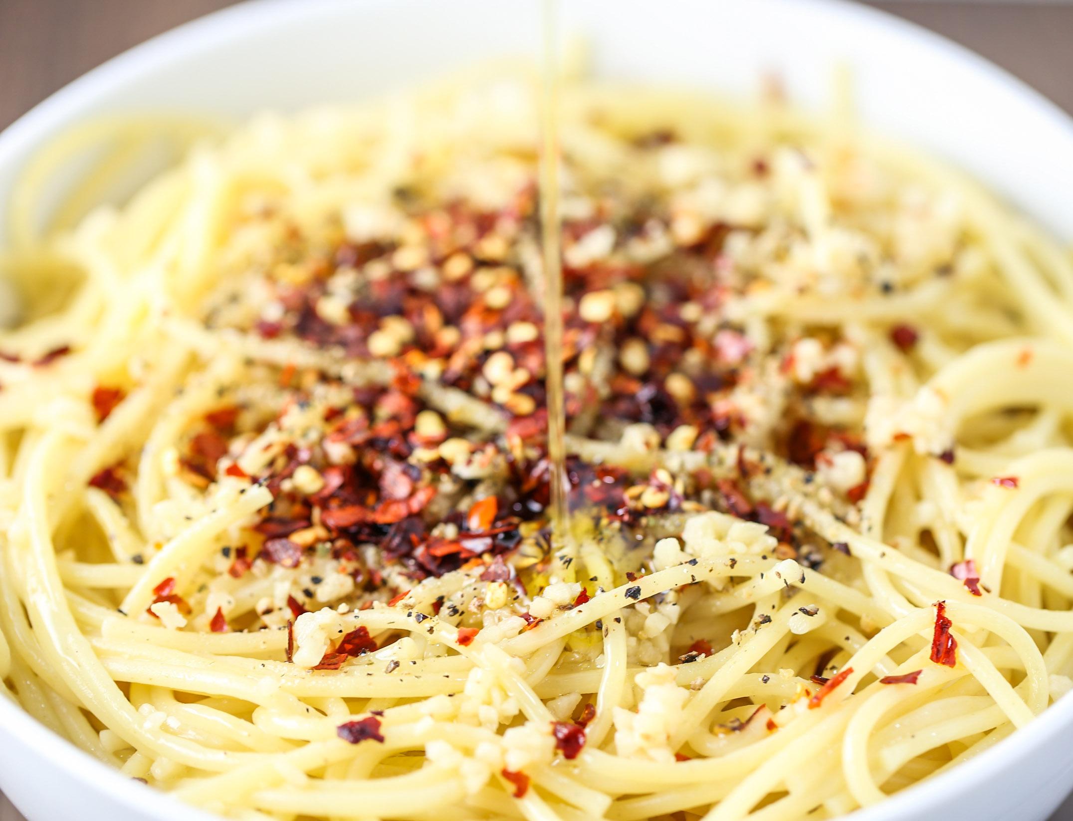 Simple & Spicy Garlic Spaghetti